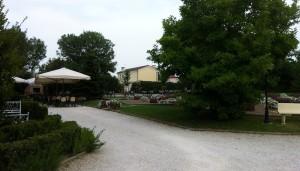 Giardini in stile rurale tecnoverde for Decorazione giardini stile 700